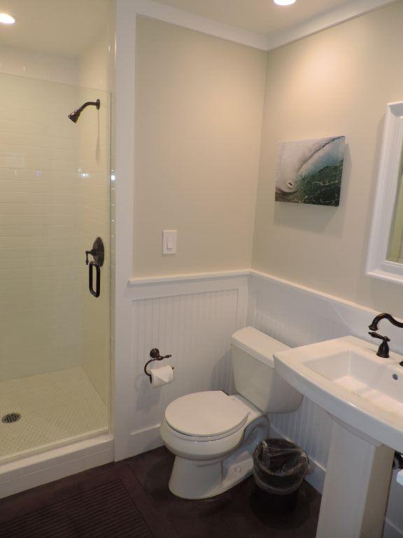 guest suite bath black point.JPG